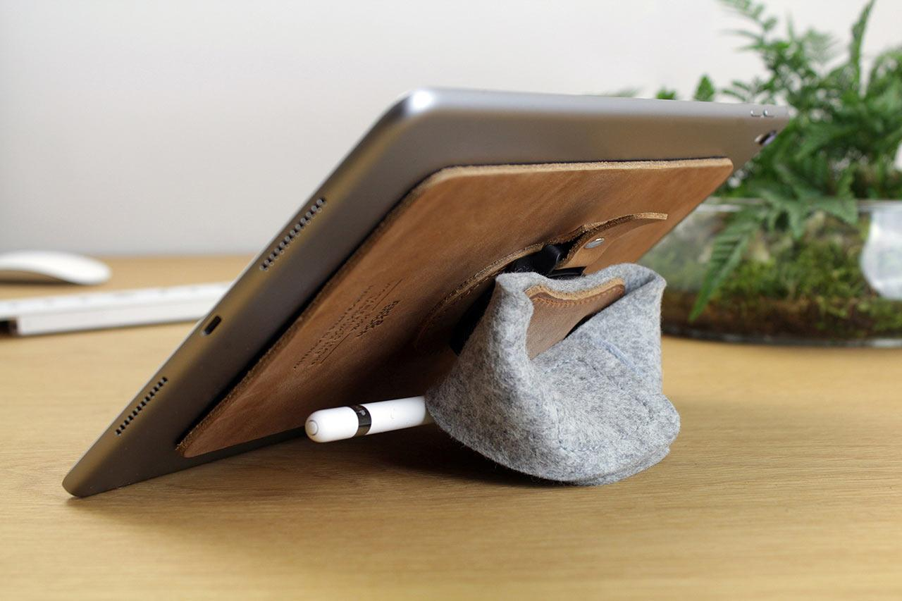 iPad-stand-leather-ipad-holder-leather-iPad-holder-ipad-halter-packandsmooch