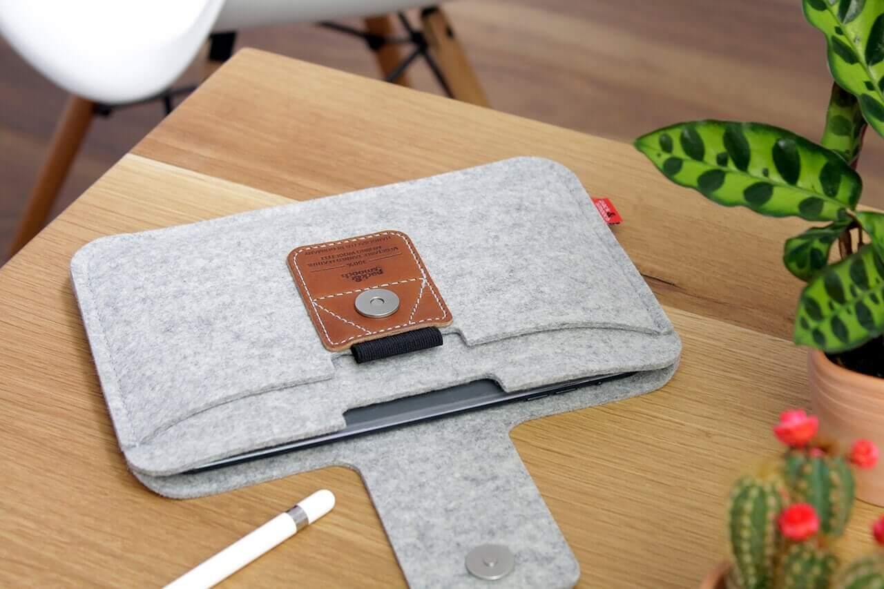 iPad-huelle-iPad-mini-5-huelle-ipad-mini-5-tasche-pencil-halter-packandsmooch-glbW4bTXKImCdzdU