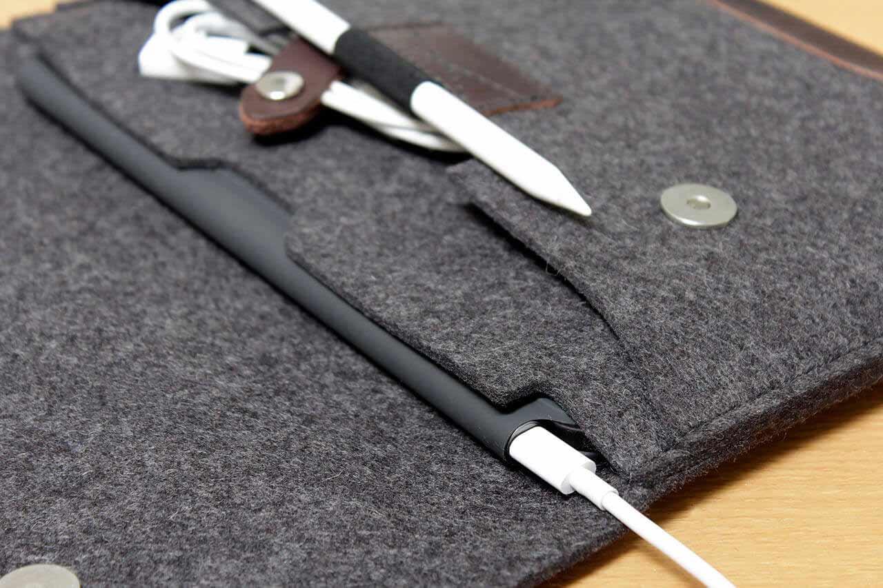 iPad Pro Sleeve aus Wollfilz und Leder von Pack & Smooch