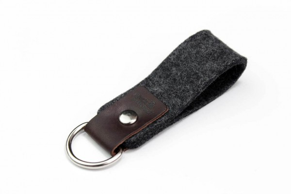 selby key-chain handmade of merino wool felt and vegetable tanned leather