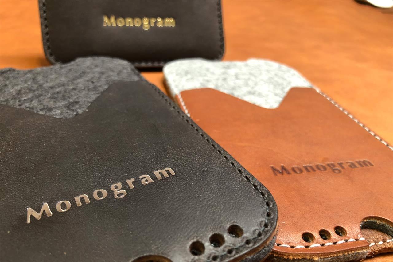 individualisierung-lederprodukte-monogram-namenspraegung-packandsmooch