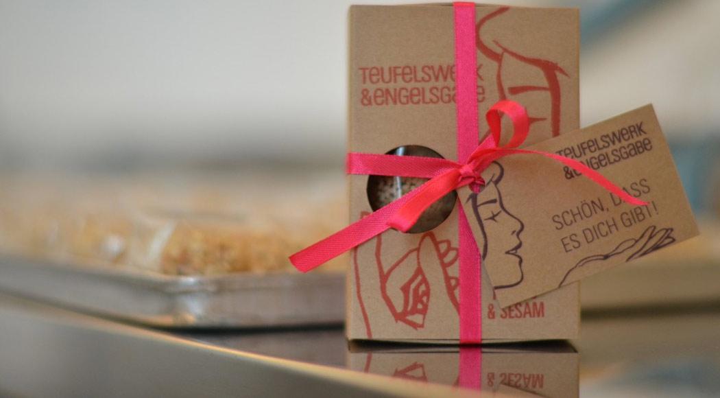 teufelswerk-engelsgabe-pack-smooch-verlosungsaktion-fruchtkonfekt-dattelkonfekt-hamburg